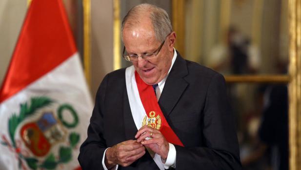 Prosigue la ola de dimisiones en Perú por la liberación de Fujimori