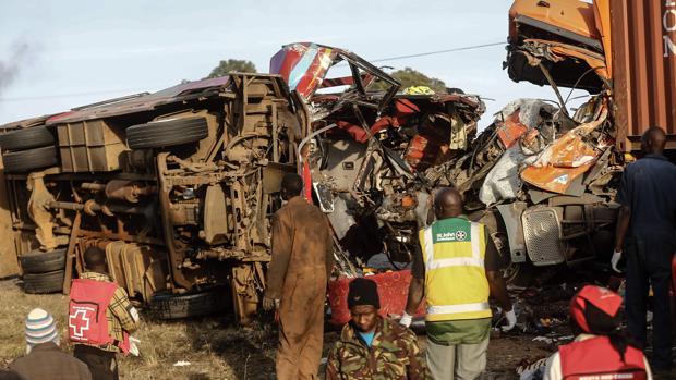 Al menos 36 muertos por el choque de un autobús y un camión en Kenia