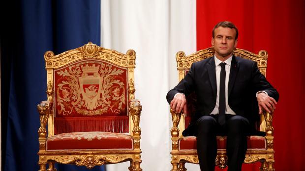 «Macron siempre quiere tener la última palabra como un monarca autoritario»