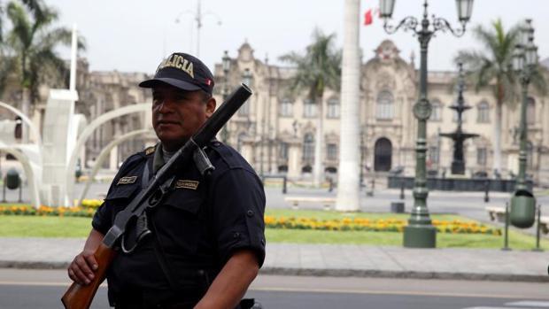 Al menos 25 muertos tras caída de autobús por un acantilado en el norte de Lima