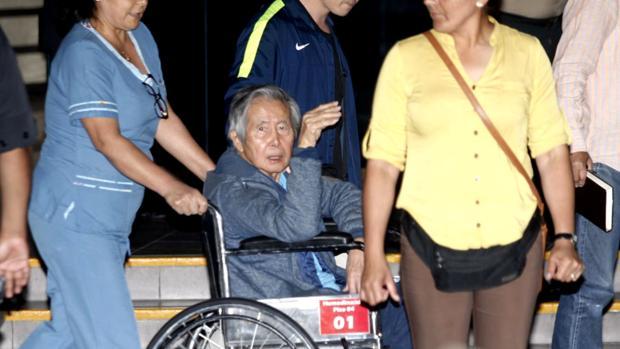 Alberto Fujimori, a su salida de la clínica