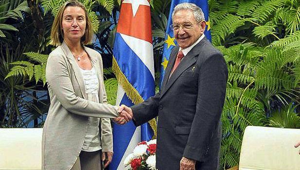 Federica Mogherini, recibida por Raúl Castro en La Habana