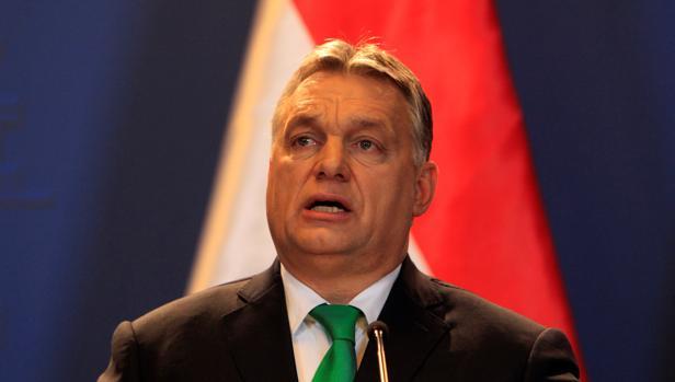 Los socios bávaros de Merkel la desairan al invitar a Orban
