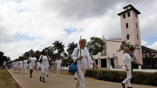Una de las marchas pacíficas de las Damas de Blanco por la Quinta Avenida de La Habana
