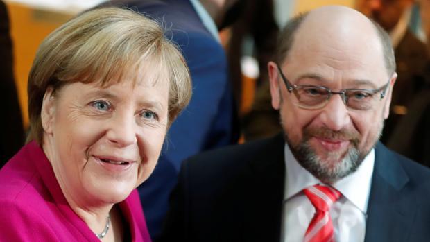 Merkel y Schulz comienzan a negociar la gran coalición sin «líneas rojas»