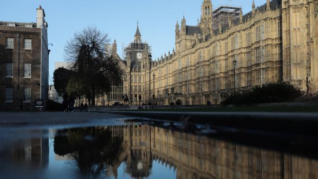 El Parlamento británico baja porno a dos manos
