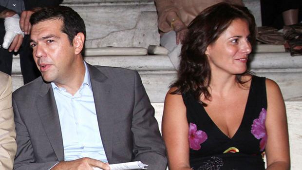 La pareja de Alexis Tsipras afirma que «llora» en el aniversario del referéndum contra el rescate de 2015