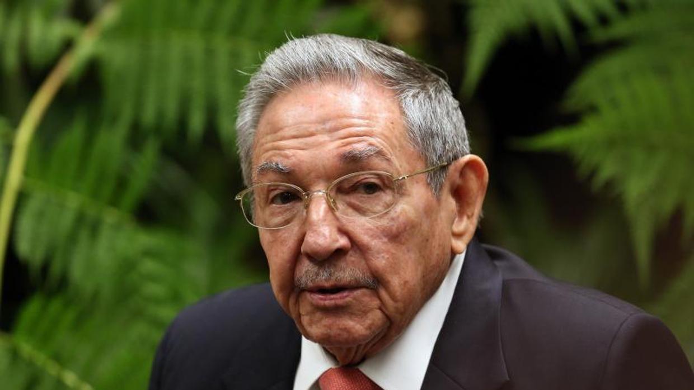 Raúl Castro visita el mausoleo donde él será enterrado