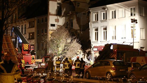 Dos muertos y catorce heridos por una explosión en un edificio de viviendas en Amberes