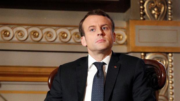Macron: «Cogedme, que freno la inmigración»