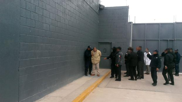 EL Chapo en una prisión mexicana hace un año, momentos antes de ser extraditado a Estados Unidos
