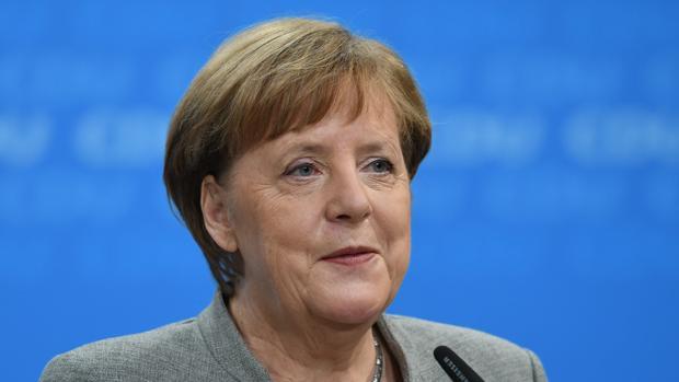 Merkel saluda el «sí» socialdemócrata y se prepara para «intensas» negociaciones