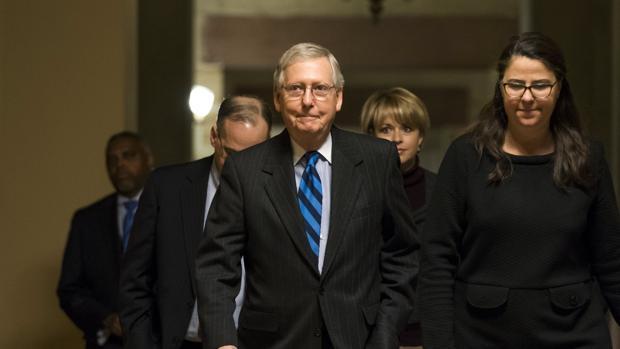 El líder de la mayoría republicana, Mitch McConnell