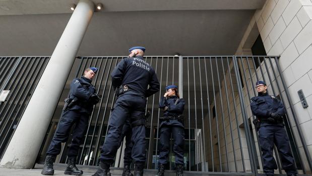 El incidente ha tenido lugar un día después de que las autoridades belgas rebajasen el nivel de alerta terrorista