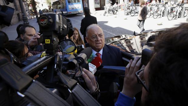 Mario Isea ha debido dar la cara por los varios exabruptos que Maduro ha dedicado a Rajoy