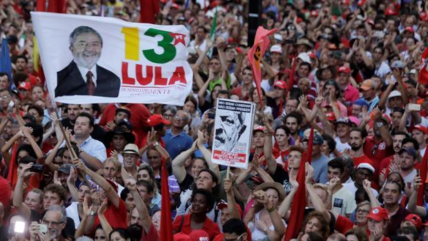 Lula lanza su candidatura presidencial tras ser condenado por corrupción en Brasil