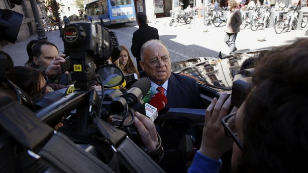 El Gobierno expulsa al embajador de Venezuela en España tras la crisis iniciada por Maduro