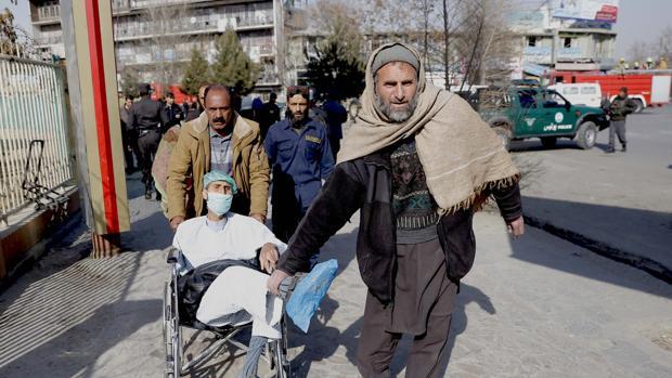 Al menos 40 muertos y más de 140 heridos por una ambulancia bomba en el centro de Kabul