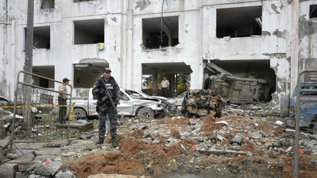 Los narcos explotan un coche bomba en Ecuador, a una semana de una consulta popular
