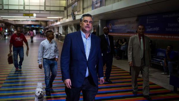 El embajador español en Venezuela regresa a Madrid tras su expulsión