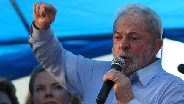 Un juez brasileño devuelve el pasaporte al expresidente Lula