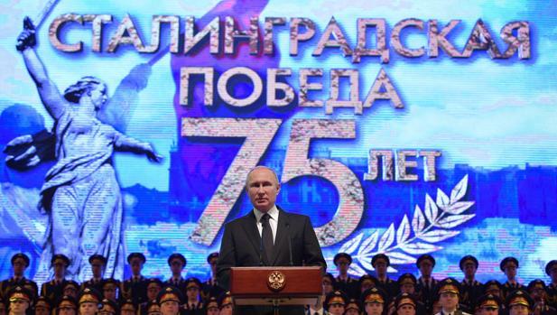 Vladimir Putin, en la conmemoración del 75 aniversario de la victoria soviética en Stalingrado