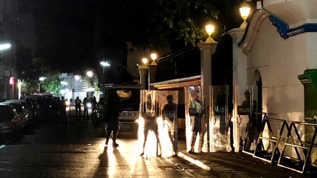 Maldivas declara el estado de emergencia y la Policía irrumpe en el Tribunal Supremo