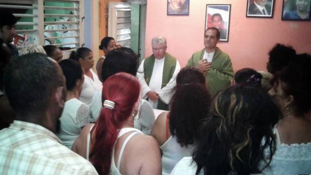 Un sacerdote cubano viaja al Vaticano para reclamar libertades democráticas