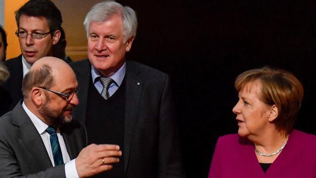 El socialdemócrata Schulz, de renegar de la gran coalición a ministro de Exteriores de Merkel