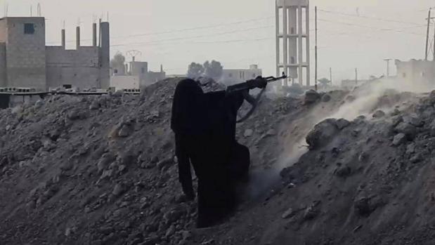 La «desesperación» empuja a Daesh a reclutar mujeres para luchar en el campo de batalla
