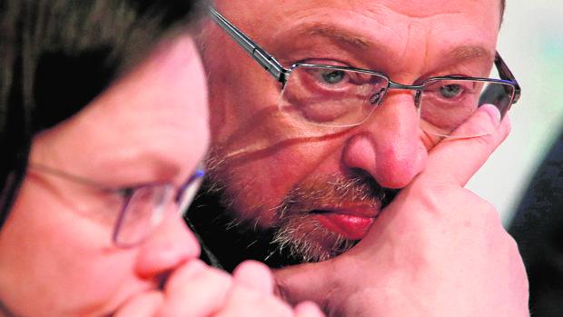 Los líderes del SPD a la caza de votos a favor de la Gran Coalición