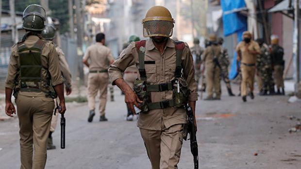 Detenido un agente de los servicios especiales indios por violar y asesinar a una niña de 8 años