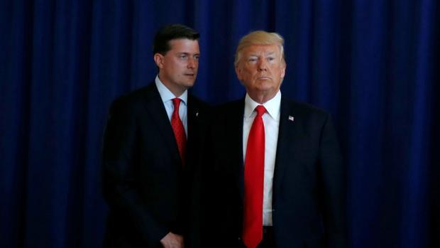 Tormenta en la Casa Blanca tras dimitir por abusos un asesor de Trump