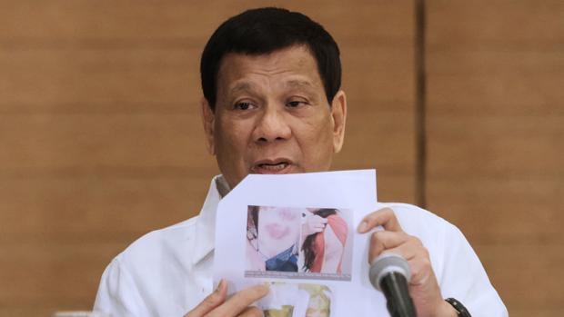 Duterte pide disparar a las guerrilleras en la vagina para hacerlas «inútiles»