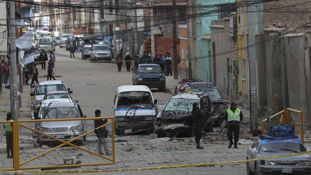 el ministro de Defensa de Bolivia, Javier Zavaleta, ha declarado que hay tres los detenidos como «sospechosos»