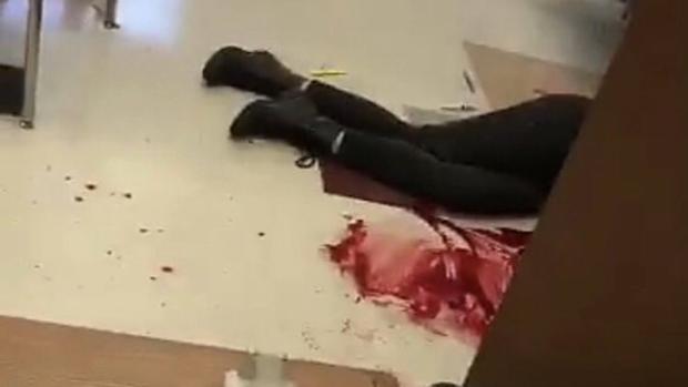 «Mi escuela está siendo tiroteada y yo estoy dentro. Estoy muy asustado»