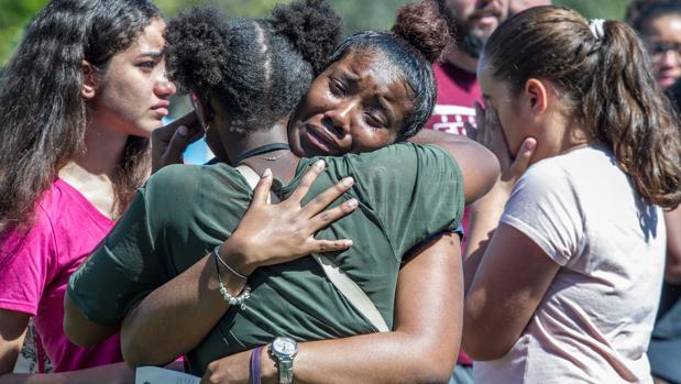 Trump rehúye medidas de control de armas tras la matanza de Florida