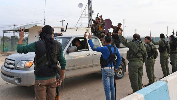 Llegada de las milicias sirias al cantón kurdo de Afrín