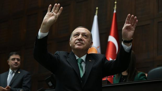 Los turcos bombardean a las primeras fuerzas de Al Assad que acuden en ayuda de los kurdos
