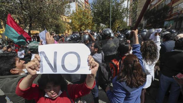Los bolivianos salen a la calle para defender su rechazo en las urnas a la reelección de Evo Morales