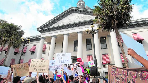 Manifestación frente al Capitolio de Florida