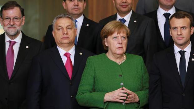Mariano Rajoy, Viktor Orban, Angela Merkel y Emmanuel Macron (de izquierda a derecha), en la cumbre informal de la UE este viernes en Bruselas