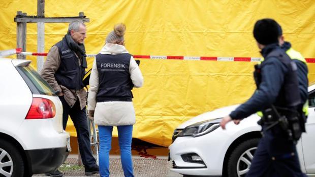 La Policía forense, en el lugar del tiroteo este viernes en Zurich