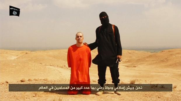 El yihadista más conocido de los «Beatles», el británico Emwazi ihadi John, murió en un ataque de un dron estadounidense. La imagen corresponde al vídeo del asesinato del reportero James Foley, convertido en propaganda de Daesh