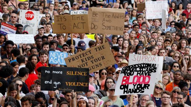 «Never Again», la lucha estudiantil que desarma a EE.UU.