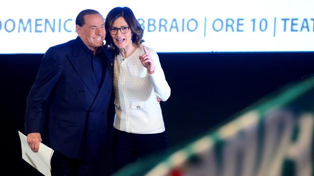 Berlusconi confía en ganar con la alianza de los ultras