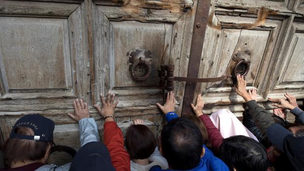 Israel suspende el cobro de impuestos a iglesias tras el cierre del Santo Sepulcro