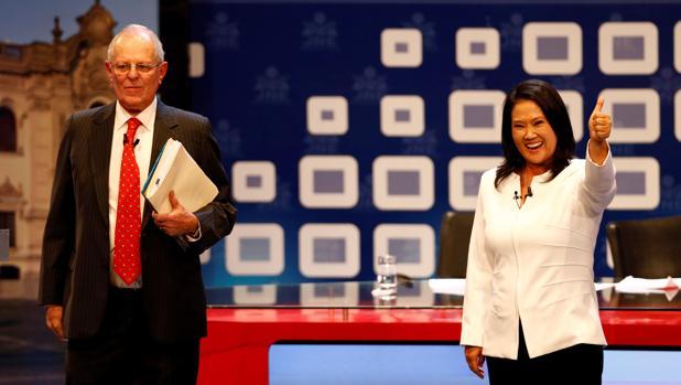 El hoy presidente de Perú, Pedro Pablo Kuczynski, junto a la candidata Keiko Fujimori en la campaña de 2016