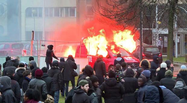 «Guerra eterna» entre la Policía y los jóvenes de los suburbios en Francia