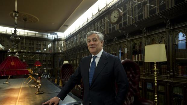 Antonio Tajani, el candidato de Berlusconi para ganar Italia que ama España y tiene una calle en Gijón